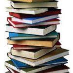 Pila di libri vecchi e nuovi